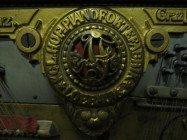 Август Ферстер № 6327, 1885. Обратите внимание, вирбельбанк защищен тонкой металлической пластиной